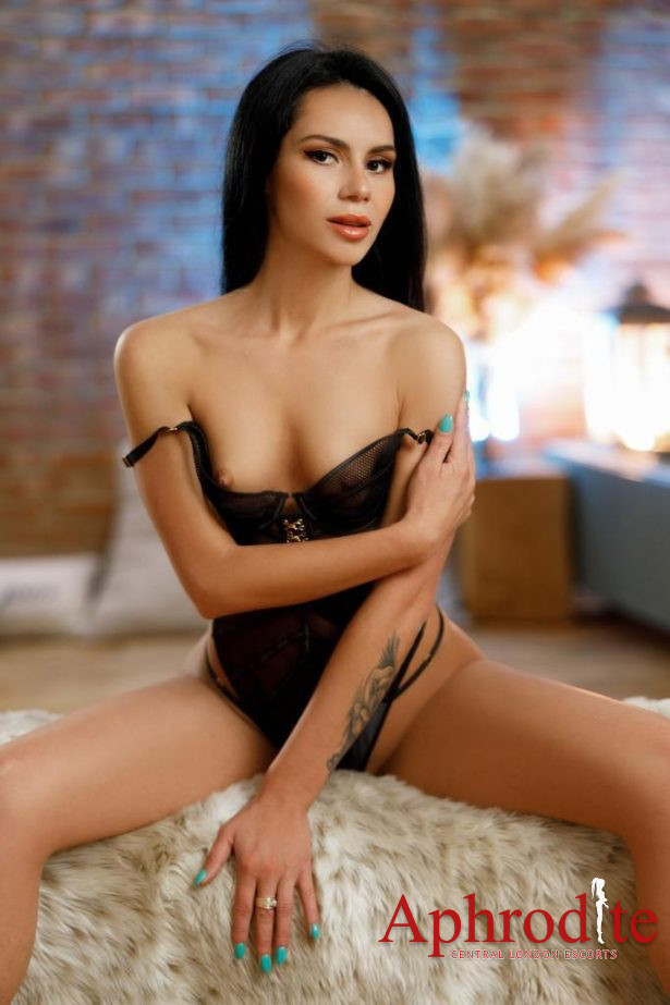 Skinny Young Brunette Bayswater Escort,Party,Gfe,Watersport,Strap On.
